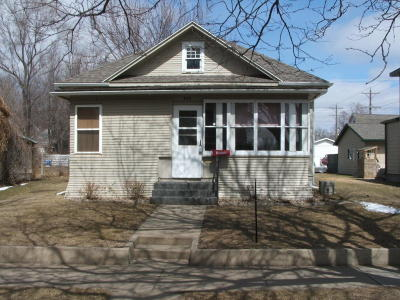 Single Family Home For Sale: 932 E 3rd