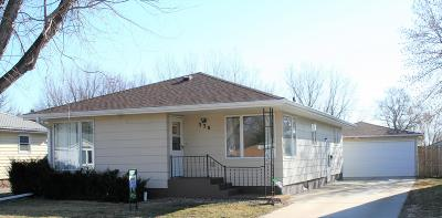 Single Family Home For Sale: 330 N 5th St