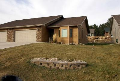 Custer SD Single Family Home Sold-Co-Op By Bor Member: $217,000