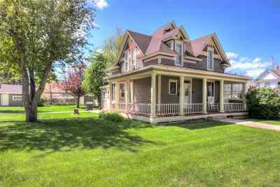 Spearfish Single Family Home Uc-Contingency-Take Bkups: 1011 Main Street