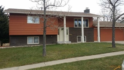 Spearfish SD Single Family Home Uc-Contingency-Take Bkups: $218,900