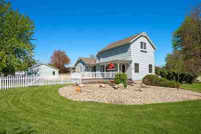 Sturgis SD Single Family Home Uc-Contingency-Take Bkups: $199,900