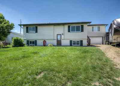 Belle Fourche SD Single Family Home Uc-Contingency-Take Bkups: $205,000