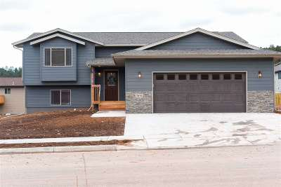 Sturgis SD Single Family Home Uc-Contingency-Take Bkups: $229,000
