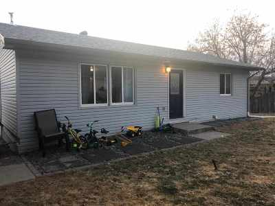 Single Family Home Uc-Contingency-Take Bkups: 12817 Larene Dr.