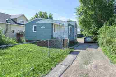Single Family Home For Sale: 209 E Adam