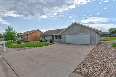 Belle Fourche Single Family Home For Sale: 718 Taylor