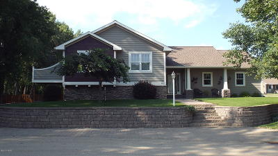 Lake Norden Single Family Home For Sale: 302 Main Avenue