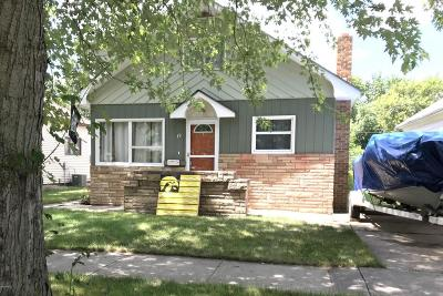 Single Family Home For Sale: 19 7th Street NE