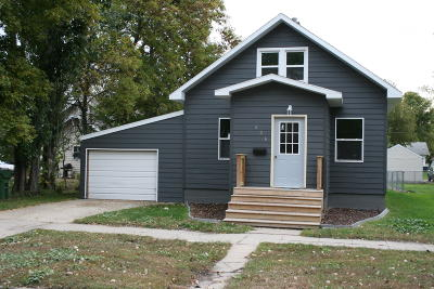 Watertown Single Family Home For Sale: 606 S Maple Street