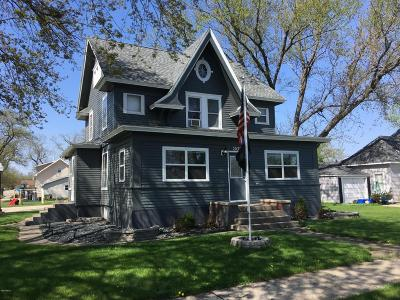 Castlewood Single Family Home For Sale: 302 Alice Street