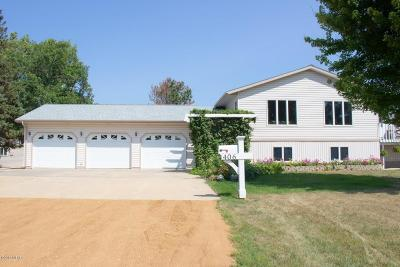 Castlewood Single Family Home For Sale: 406 Warrior Road