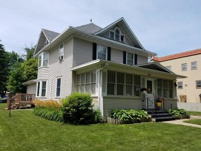 Watertown Single Family Home For Sale: 421 N Broadway Street