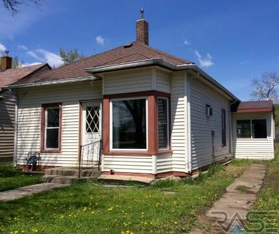 Centerville Single Family Home For Sale: 930 Main St