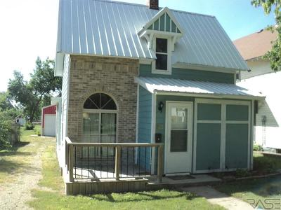 Canton SD Single Family Home For Sale: $119,000