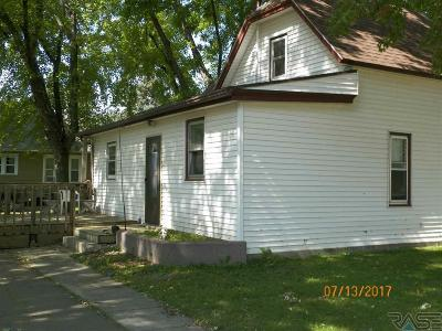Lennox Single Family Home For Sale: 301 W 4th Ave