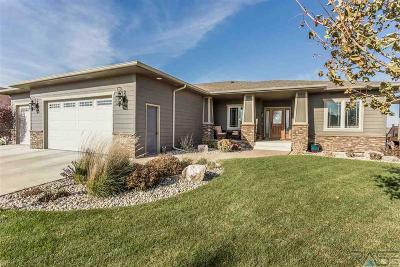 Single Family Home For Sale: 1724 Grand Arbor Cir