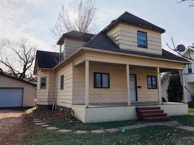 Beresford Single Family Home For Sale: 509 W Cedar St