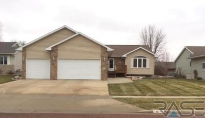Sioux Falls, Harrisburg, Brandon, Tea, Worthington, Lennox, Canton, Hartford, Crooks, Renner, Humboldt Single Family Home For Sale: 112 W Elm St