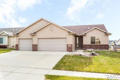 Sioux Falls, Harrisburg, Brandon, Tea, Worthington, Lennox, Canton, Hartford, Crooks, Renner, Humboldt Single Family Home For Sale: 5801 W Pineridge Dr