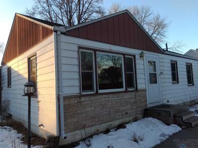 Lennox Single Family Home For Sale: 413 S Elm St