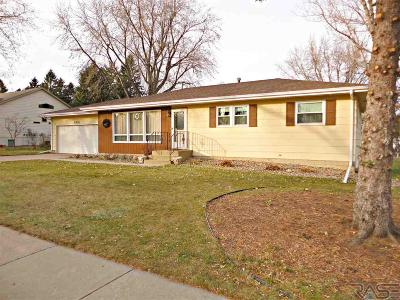 Sioux Falls, Harrisburg, Brandon, Tea, Worthington, Lennox, Canton, Hartford, Crooks, Renner, Humboldt Single Family Home For Sale: 5204 W 38th St