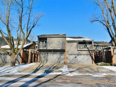 Sioux Falls, Harrisburg, Brandon, Tea, Worthington, Lennox, Canton, Hartford, Crooks, Renner, Humboldt Condo/Townhouse For Sale: 3212 W Woodcrest Way