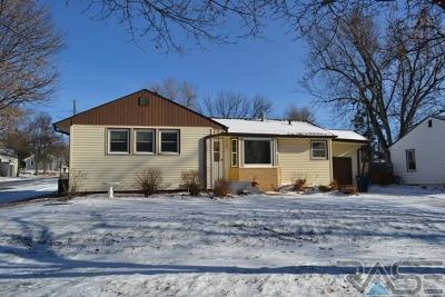 Sioux Falls, Harrisburg, Brandon, Tea, Worthington, Lennox, Canton, Hartford, Crooks, Renner, Humboldt Single Family Home Active-New: 400 S Lewis Ave