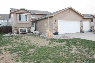 Brandon Single Family Home For Sale: 1400 W Meadowbrook Trl