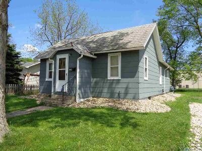 Beresford Single Family Home For Sale: 204 S 6th St