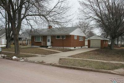 Beresford Single Family Home For Sale: 104 N 6th St