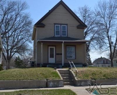 Sioux Falls, Harrisburg, Brandon, Tea, Worthington, Lennox, Canton, Hartford, Crooks, Renner, Humboldt Multi Family Home For Sale: 820 S 9th Ave