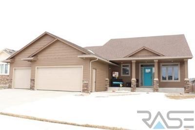 Sioux Falls, Harrisburg, Brandon, Tea, Worthington, Lennox, Canton, Hartford, Crooks, Renner, Humboldt Single Family Home For Sale: 6328 S Badlands Ct