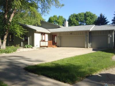 Sioux Falls, Harrisburg, Brandon, Tea, Worthington, Lennox, Canton, Hartford, Crooks, Renner, Humboldt Single Family Home For Sale: 5824 W Karen Dr