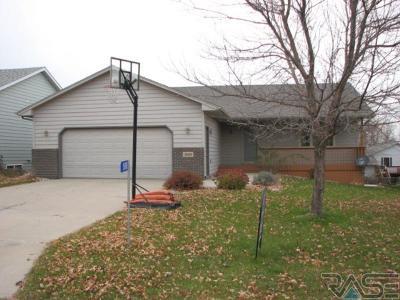 Sioux Falls, Harrisburg, Brandon, Tea, Worthington, Lennox, Canton, Hartford, Crooks, Renner, Humboldt Single Family Home For Sale: 1508 E Old Hickory St
