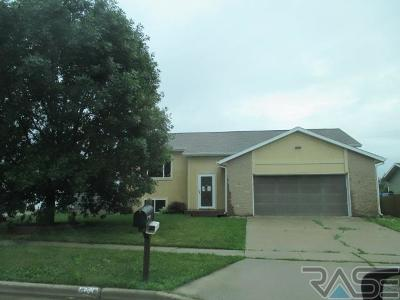 Tea Single Family Home For Sale: 840 E Jesse Ct