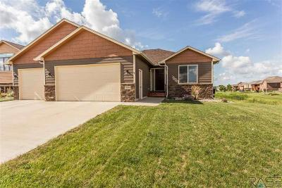 Single Family Home Active-New: 7804 Stoney Creek St