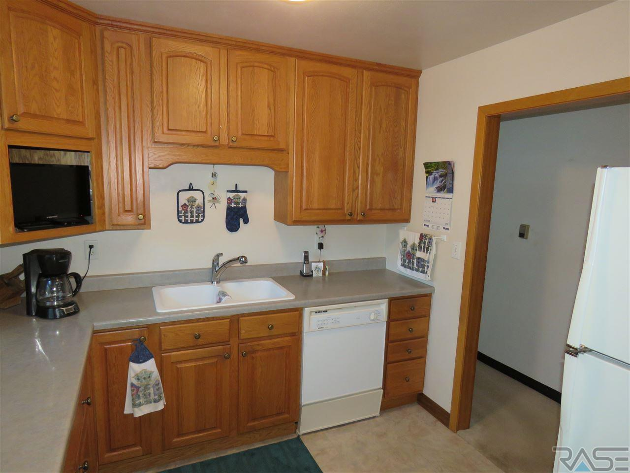 Listing: 1428 S Olive Dr, Sioux Falls, SD.| MLS# 21804705 | Sioux ...