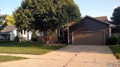 Sioux Falls, Harrisburg, Brandon, Tea, Worthington, Lennox, Canton, Hartford, Crooks, Renner, Humboldt Single Family Home For Sale: 4825 Maywood Dr