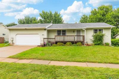 Sioux Falls, Harrisburg, Brandon, Tea, Worthington, Lennox, Canton, Hartford, Crooks, Renner, Humboldt Single Family Home For Sale: 5612 W Pebble Creek Rd