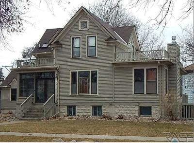 Canton Single Family Home For Sale: 208 E 2nd St