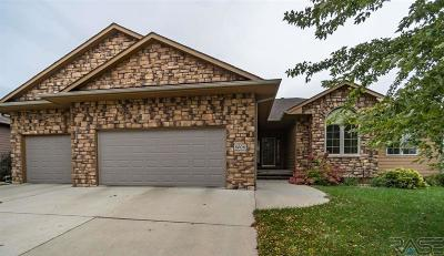 Sioux Falls Single Family Home For Sale: 8008 S Grass Creek Dr
