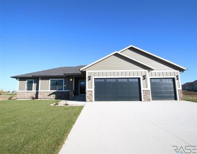 Sioux Falls Single Family Home For Sale: 2716 W Big Oak Cir