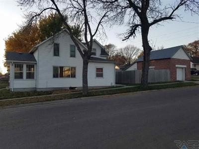 Dell Rapids Single Family Home Active - Contingent Misc: 112 E 3rd St