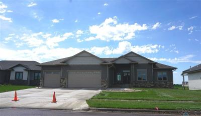 Sioux Falls Single Family Home For Sale: 1321 Pinewood Cir