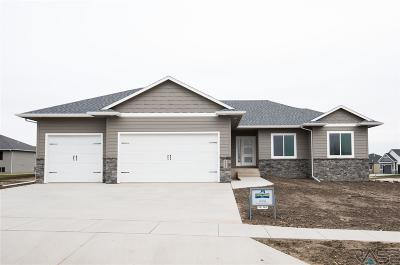 Sioux Falls Single Family Home For Sale: 4408 S Safflower Ave