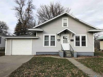 Single Family Home Active-New: 212 E Park Ave