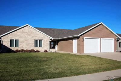 Dell Rapids Single Family Home For Sale: 1026 Clubhouse Ct