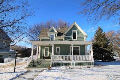 Canton Single Family Home For Sale: 525 N Broadway St