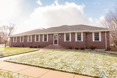 Sioux Falls, Harrisburg, Brandon, Tea, Worthington, Lennox, Canton, Hartford, Crooks, Renner, Humboldt Single Family Home For Sale: 2317 S Roosevelt Ave